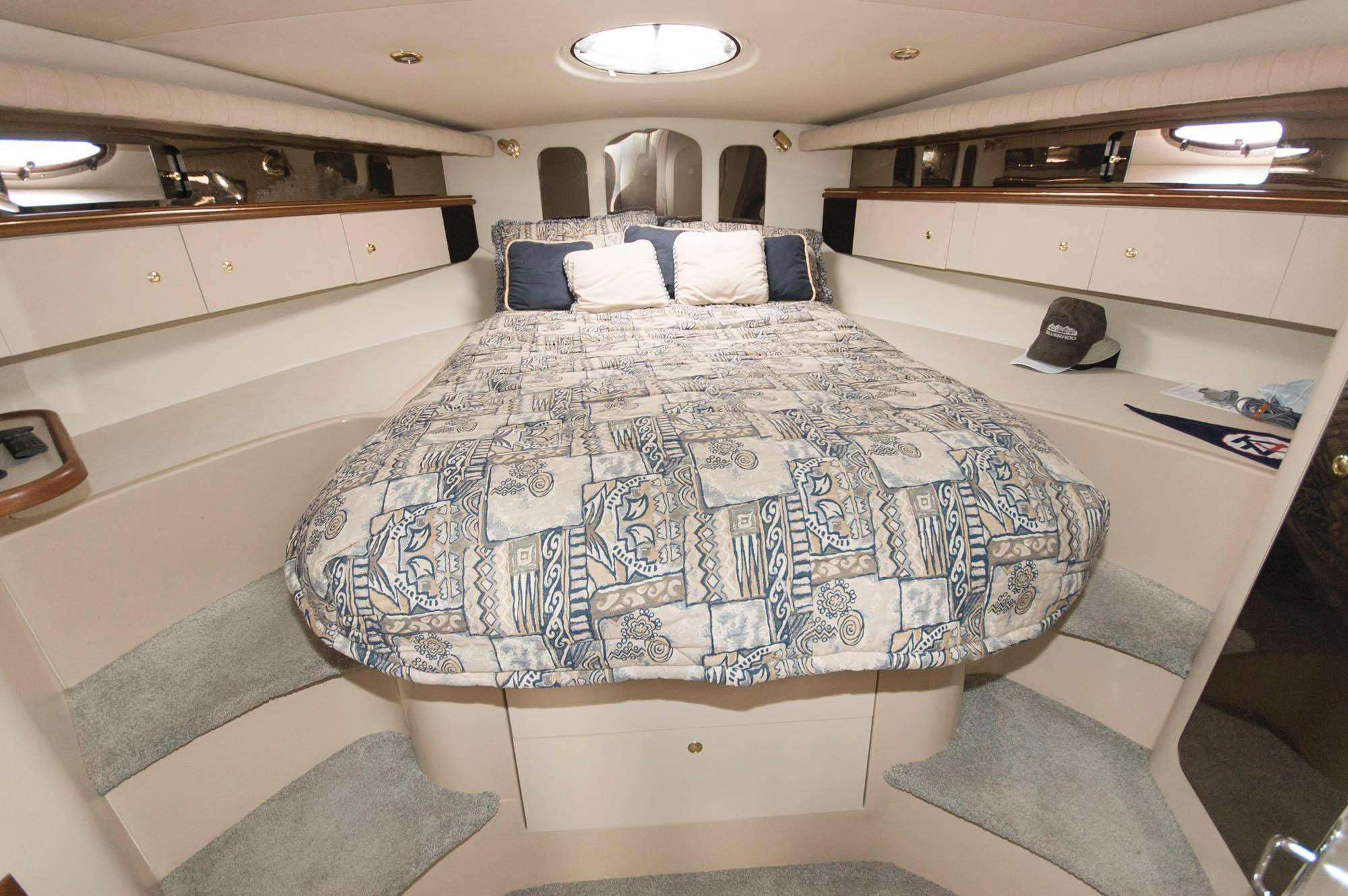 M 5594 EF Knot 10 Yacht Sales
