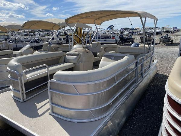 2017 Sweetwater boat for sale, model of the boat is SW 2286 C & Image # 1 of 10