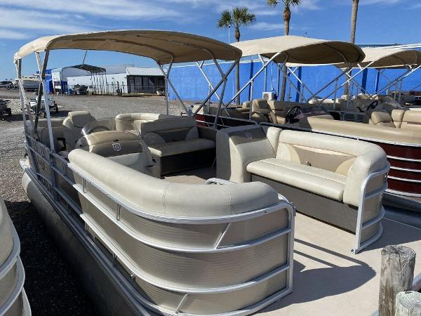 2017 Sweetwater boat for sale, model of the boat is SW 2286 C & Image # 2 of 10