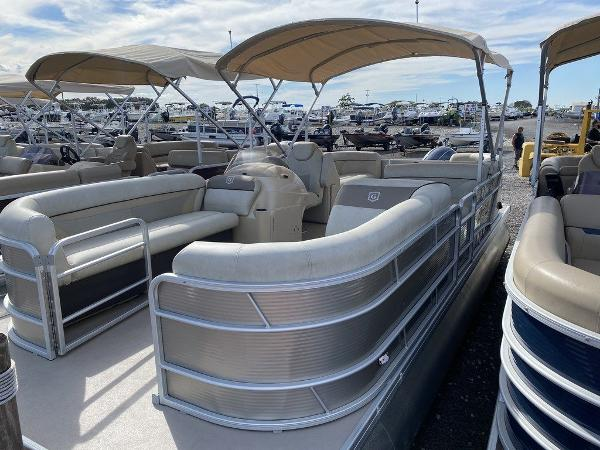 2017 Sweetwater boat for sale, model of the boat is SW 2286 C & Image # 1 of 9
