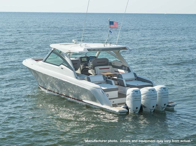 2021 Tiara Yachts 38LX thumbnail
