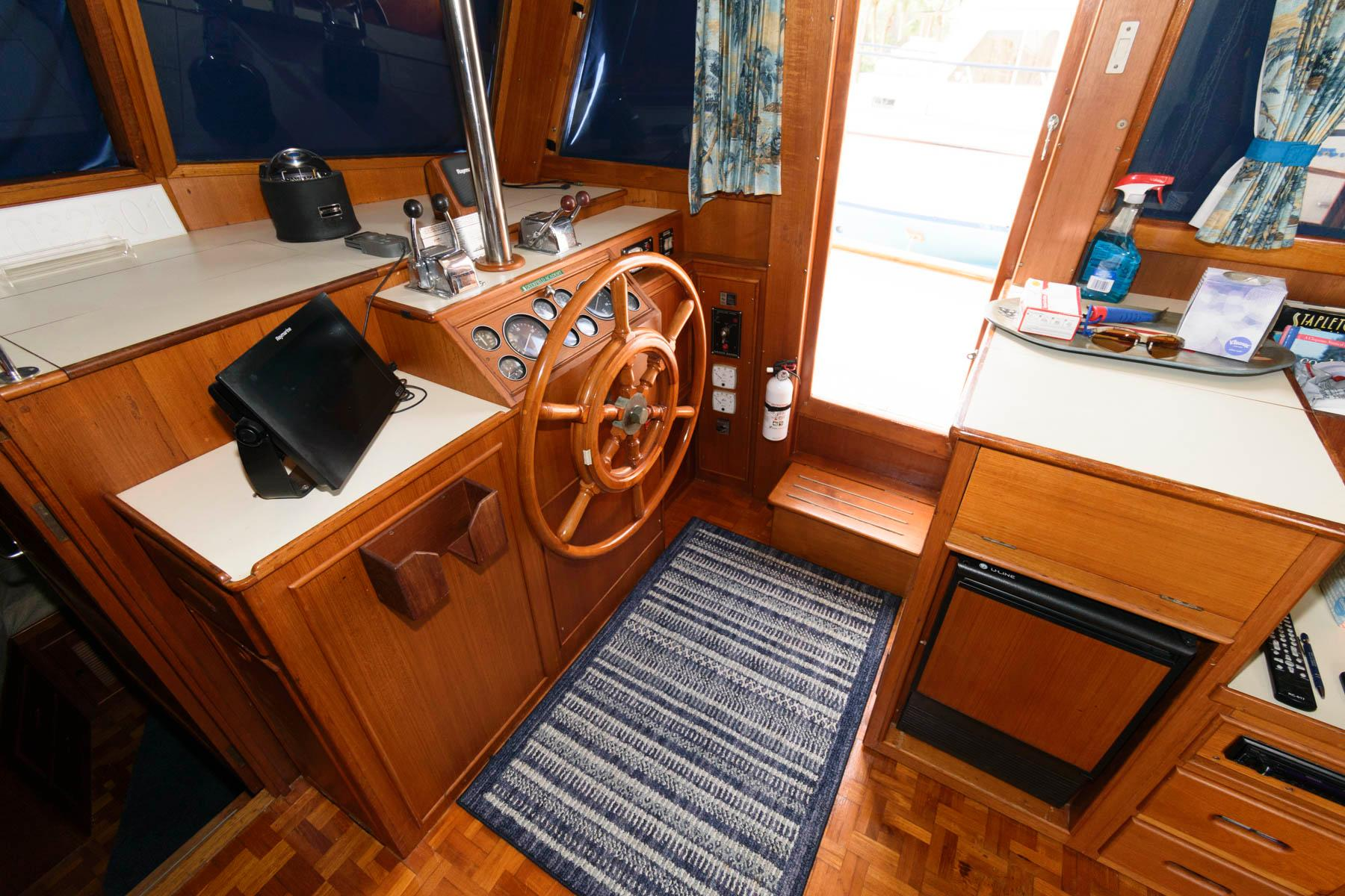 F 5892 SK Knot 10 Yacht Sales