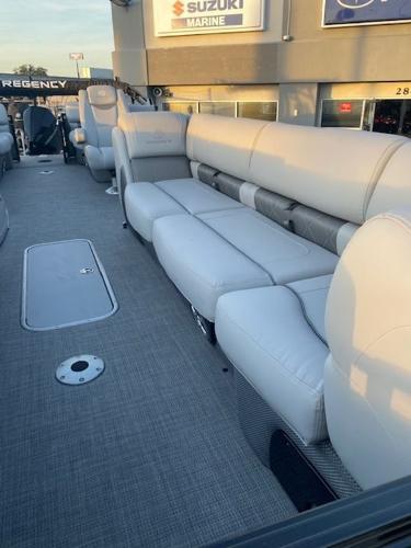 2021 Regency boat for sale, model of the boat is 250LE3 & Image # 5 of 15