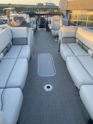 2021 Regency boat for sale, model of the boat is 250LE3 & Image # 11 of 15