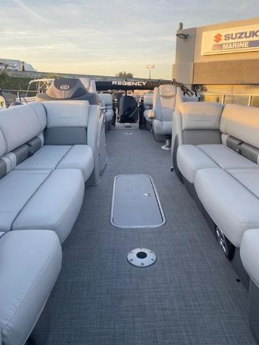 2021 Regency boat for sale, model of the boat is 250LE3 & Image # 14 of 15