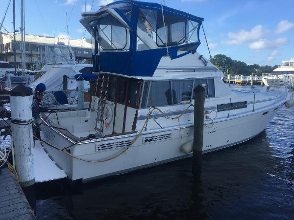 38' Bayliner 3888 Motoryacht