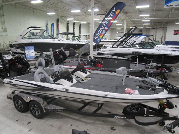 2020 Triton boat for sale, model of the boat is 21 TRX & Image # 3 of 30