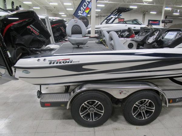 2020 Triton boat for sale, model of the boat is 21 TRX & Image # 5 of 30