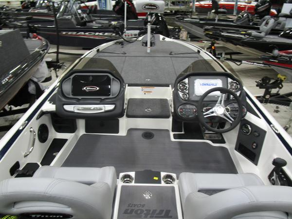 2020 Triton boat for sale, model of the boat is 21 TRX & Image # 15 of 30