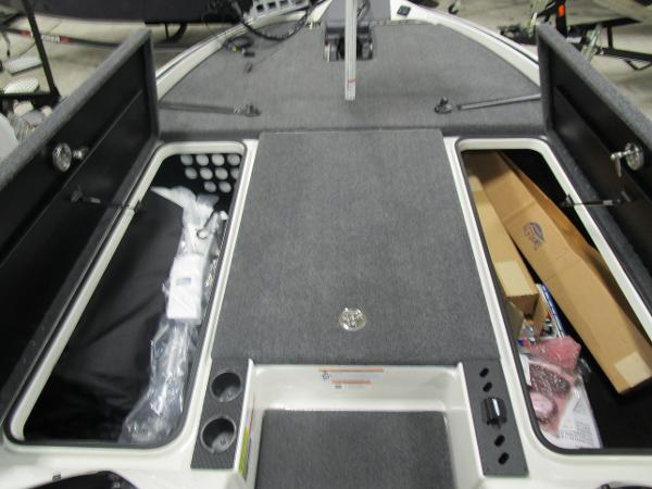 2020 Triton boat for sale, model of the boat is 21 TRX & Image # 25 of 30