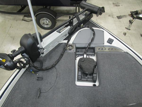 2020 Triton boat for sale, model of the boat is 21 TRX & Image # 26 of 30
