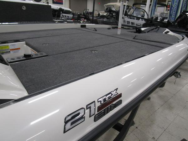 2020 Triton boat for sale, model of the boat is 21 TRX & Image # 28 of 30