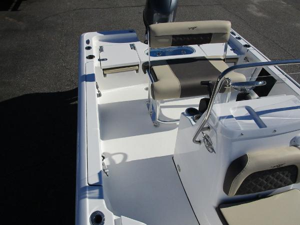 2021 Tidewater boat for sale, model of the boat is 1910 Bay Max & Image # 8 of 21