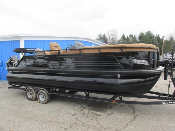 2021 Regency boat for sale, model of the boat is 230 LE3 Sport & Image # 2 of 43