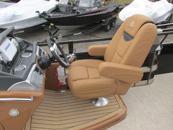 2021 Regency boat for sale, model of the boat is 230 LE3 Sport & Image # 24 of 43
