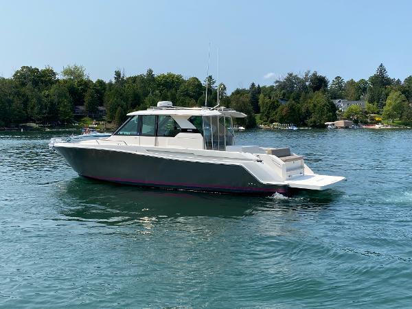 2016 Tiara Yachts Q44