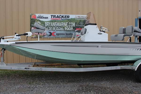 2021 Xpress boat for sale, model of the boat is H20B & Image # 2 of 10