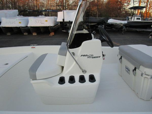 2021 Mako boat for sale, model of the boat is Pro Skiff 15 CC & Image # 12 of 31