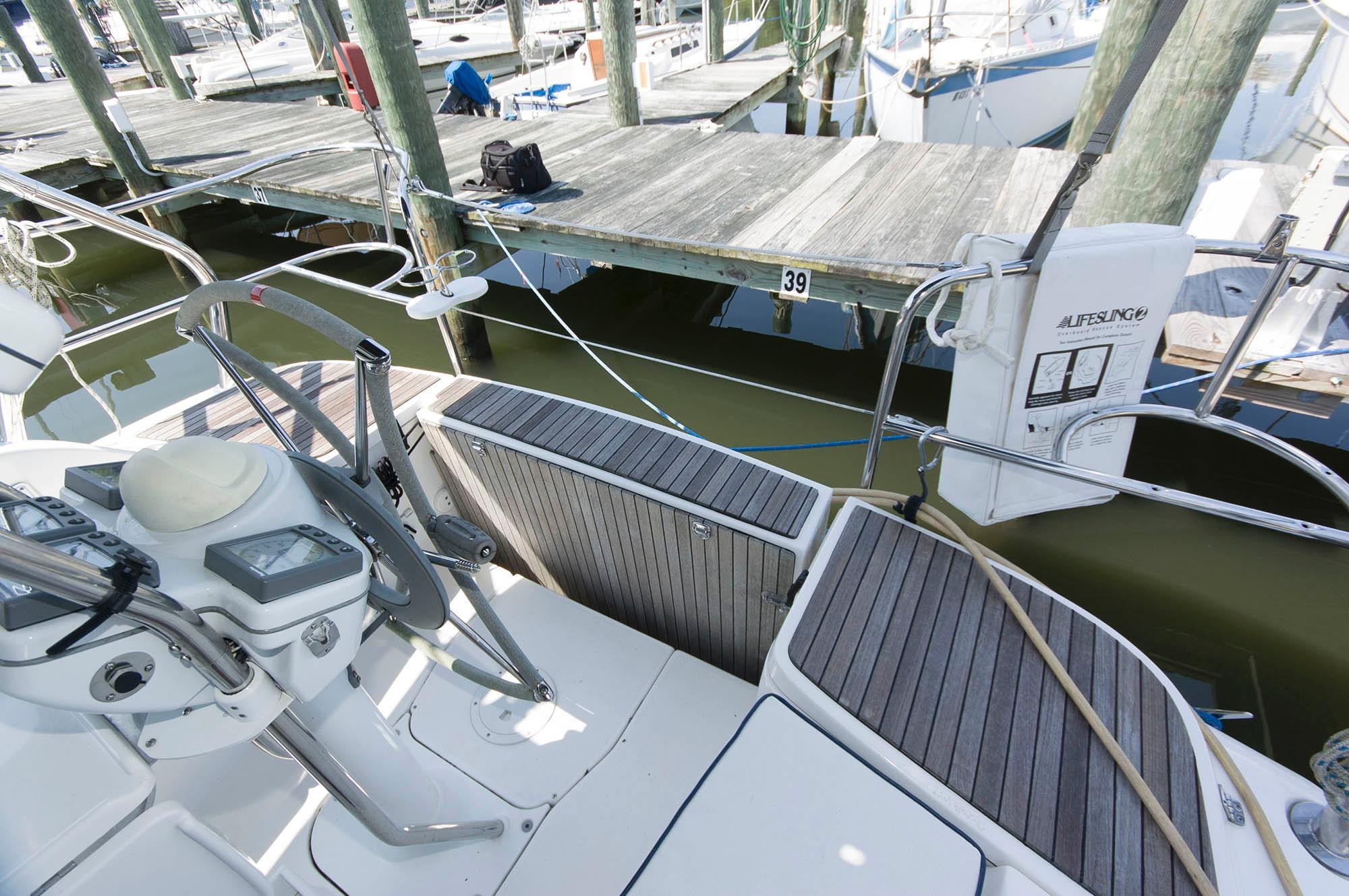 M 5661 WT Knot 10 Yacht Sales