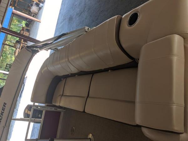 2018 Sun Tracker boat for sale, model of the boat is Party Barge 22 XP3 & Image # 8 of 18