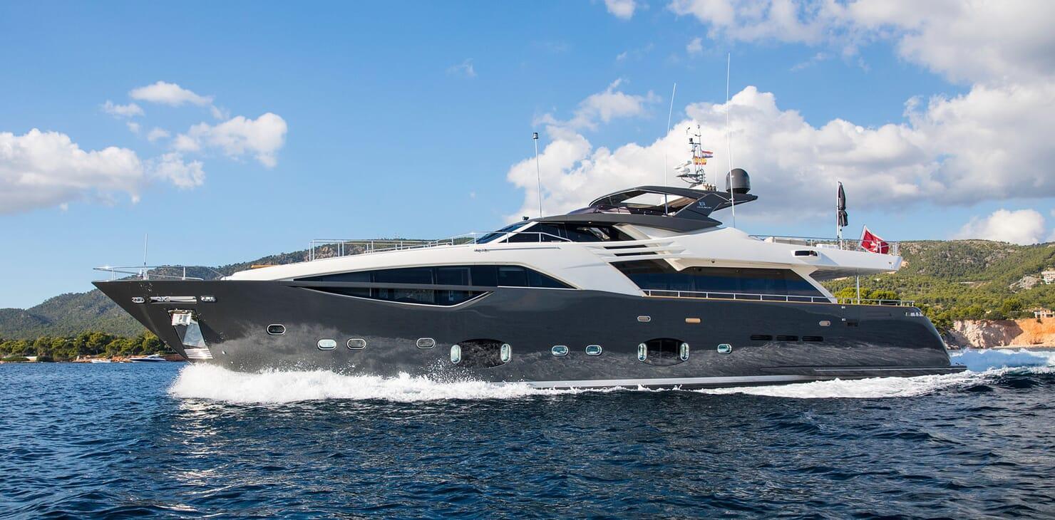 Ferretti Yachts Customline 100