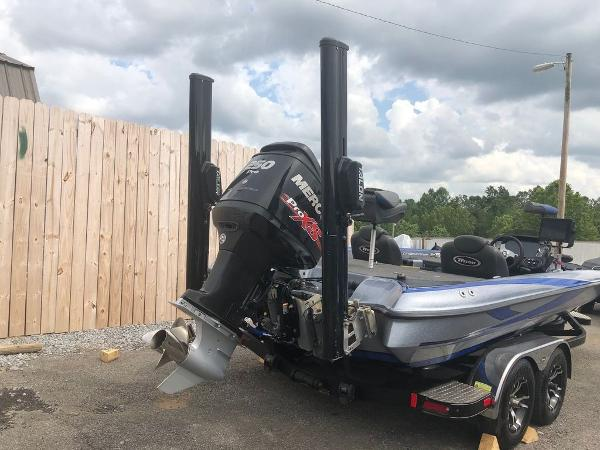 2018 Triton boat for sale, model of the boat is 21 TRX Patriot & Image # 2 of 15