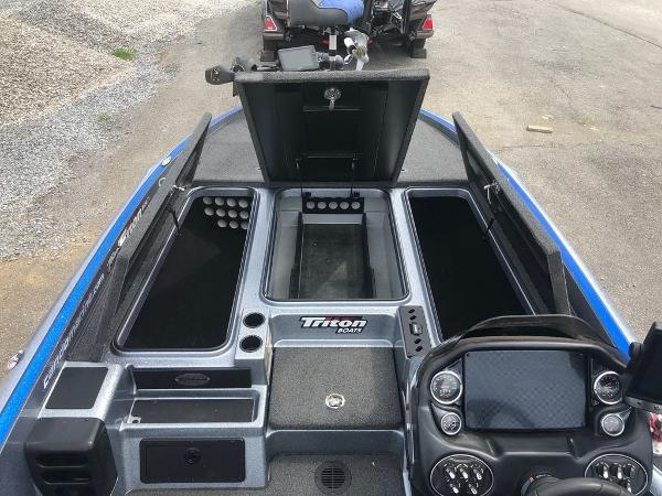 2018 Triton boat for sale, model of the boat is 21 TRX Patriot & Image # 4 of 15