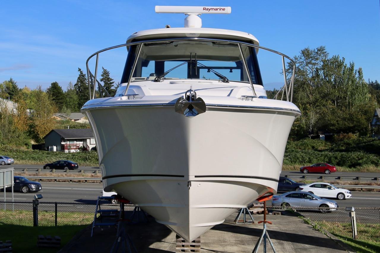 2021 Boston Whaler 325 Conquest Pilothouse