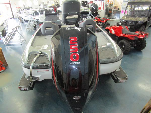 2021 Nitro boat for sale, model of the boat is Z21 & Image # 2 of 71