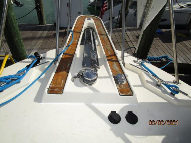 48' Hatteras anchor windlass