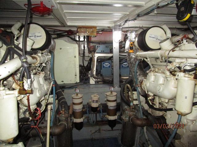 48' Hatteras engine room