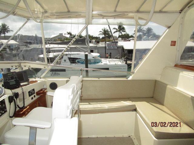 48' Hatteras flybridge starboard