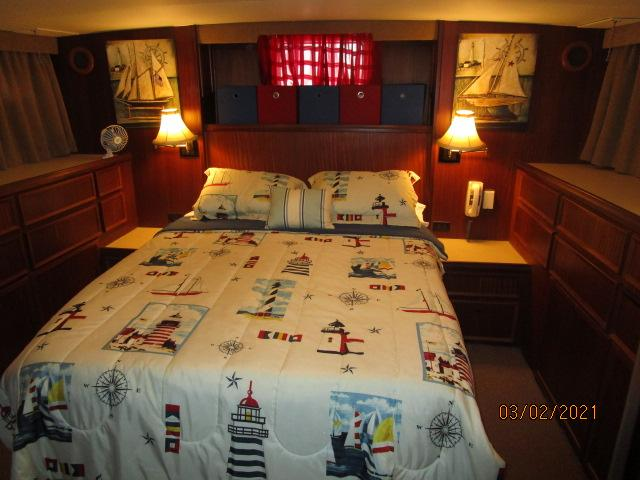 48' Hatteras master stateroom