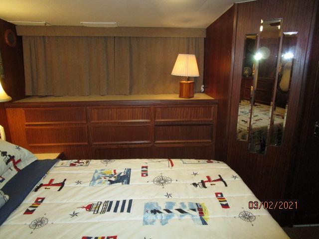 48' Hatteras master stateroom port