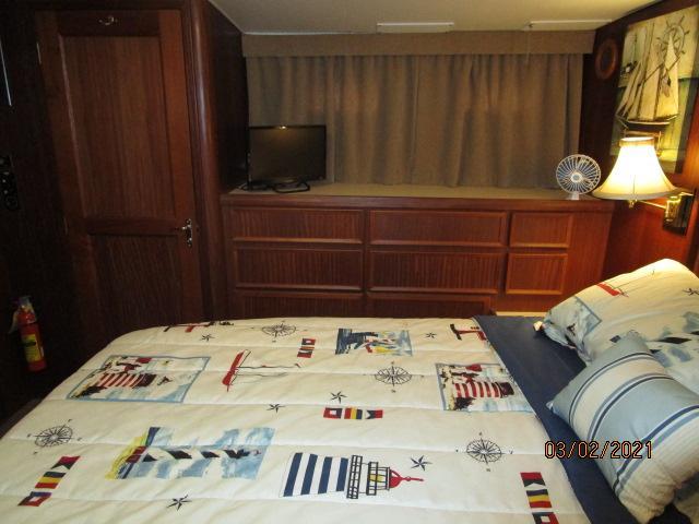 48' Hatteras master stateroom starboard