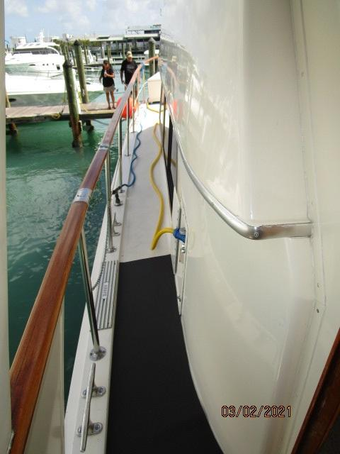 48' Hatteras port side deck2