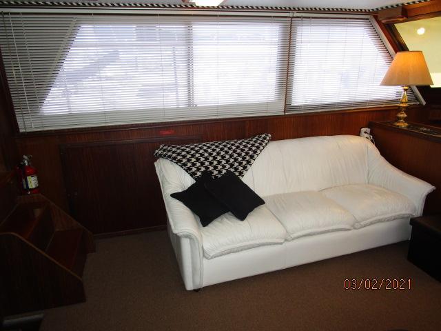 48' Hatteras salon port