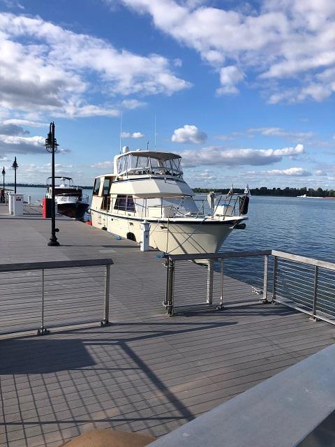 48' Hatteras starboard forward profile2