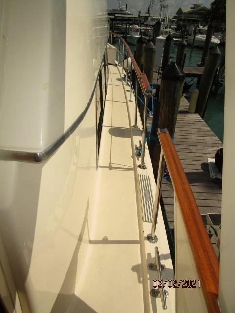 48' Hatteras starboard side deck2