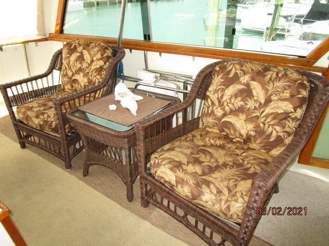 48' Hatteras sundeck port seating
