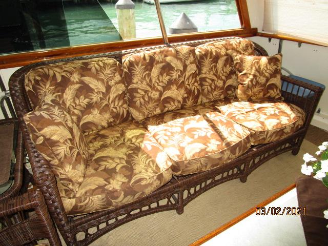 48' Hatteras sundeck starboard seating