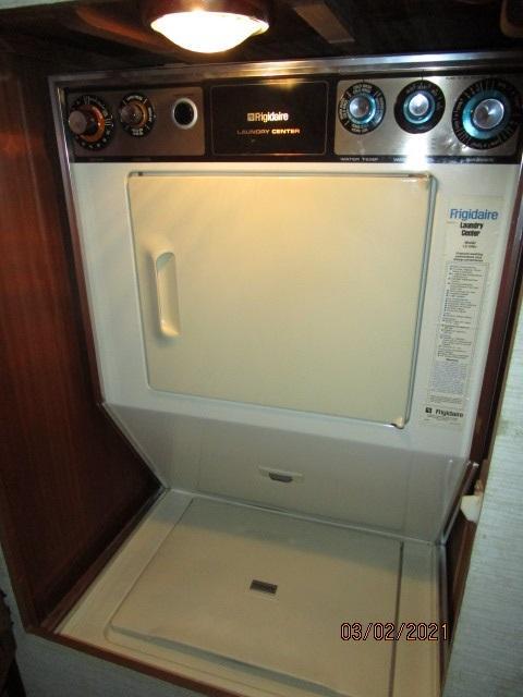 48' Hatteras washer-dryer