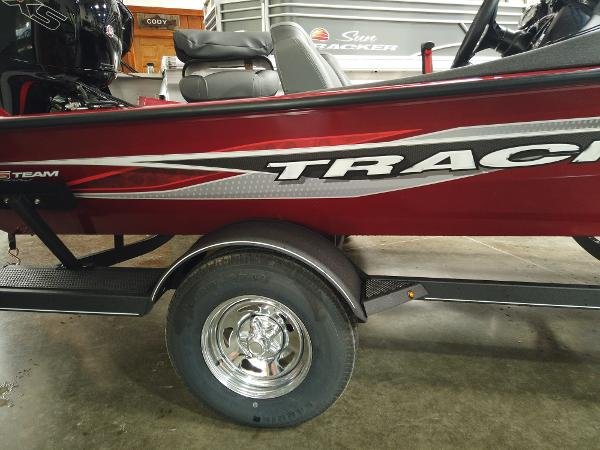2021 Tracker Boats boat for sale, model of the boat is Pro Team 195 TXW & Image # 2 of 12