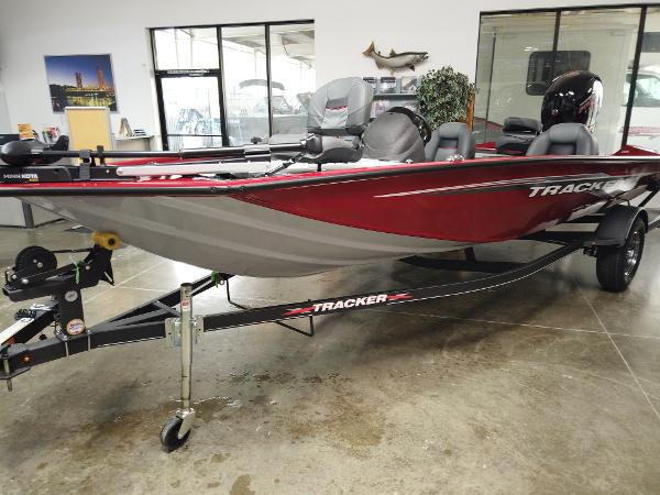 2021 Tracker Boats boat for sale, model of the boat is Pro Team 195 TXW & Image # 4 of 12