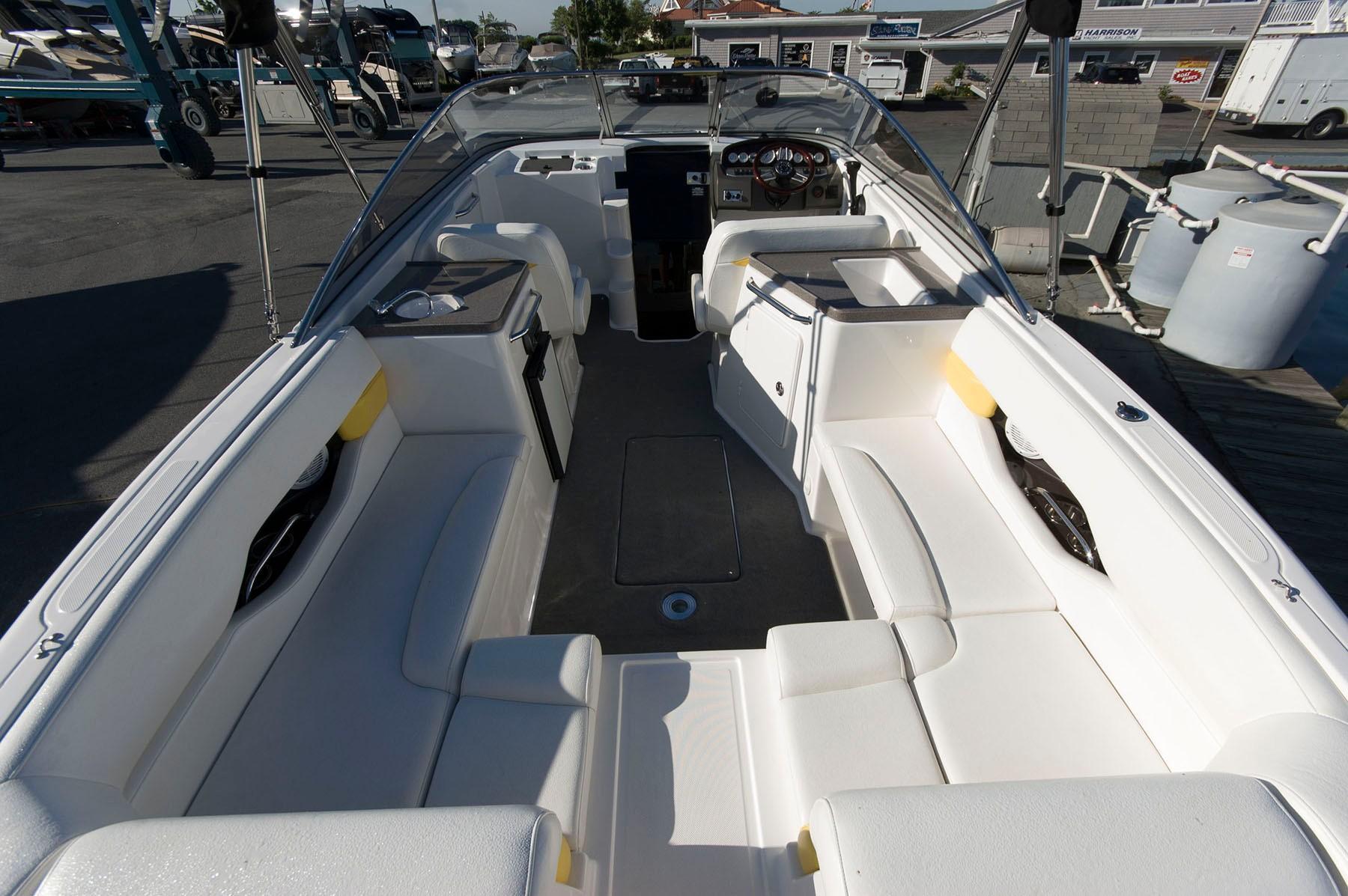P 6193 EF Knot 10 Yacht Sales