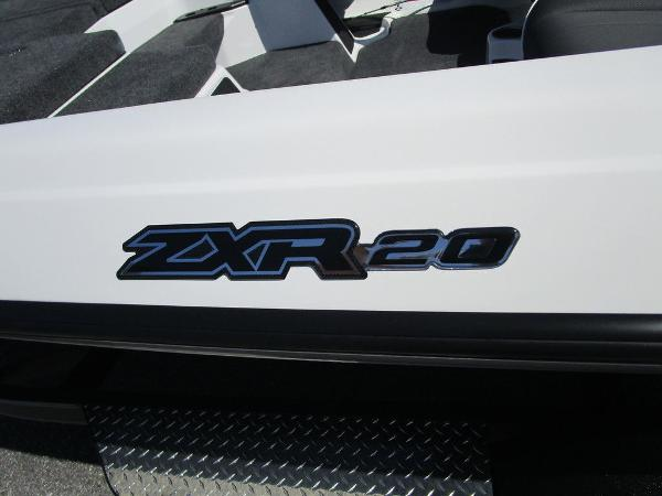 2021 Skeeter boat for sale, model of the boat is ZXR 20 & Image # 3 of 31