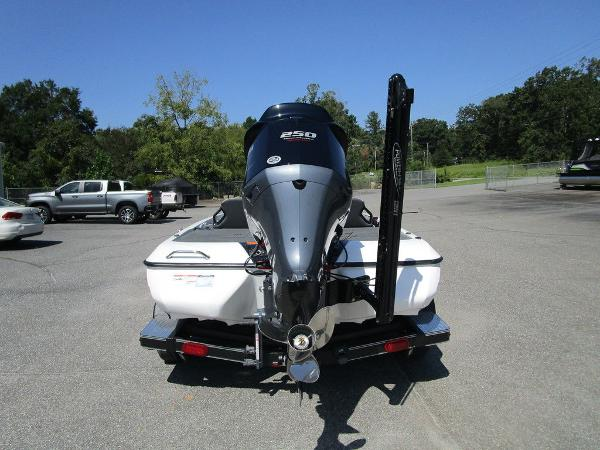 2021 Skeeter boat for sale, model of the boat is ZXR 20 & Image # 8 of 31