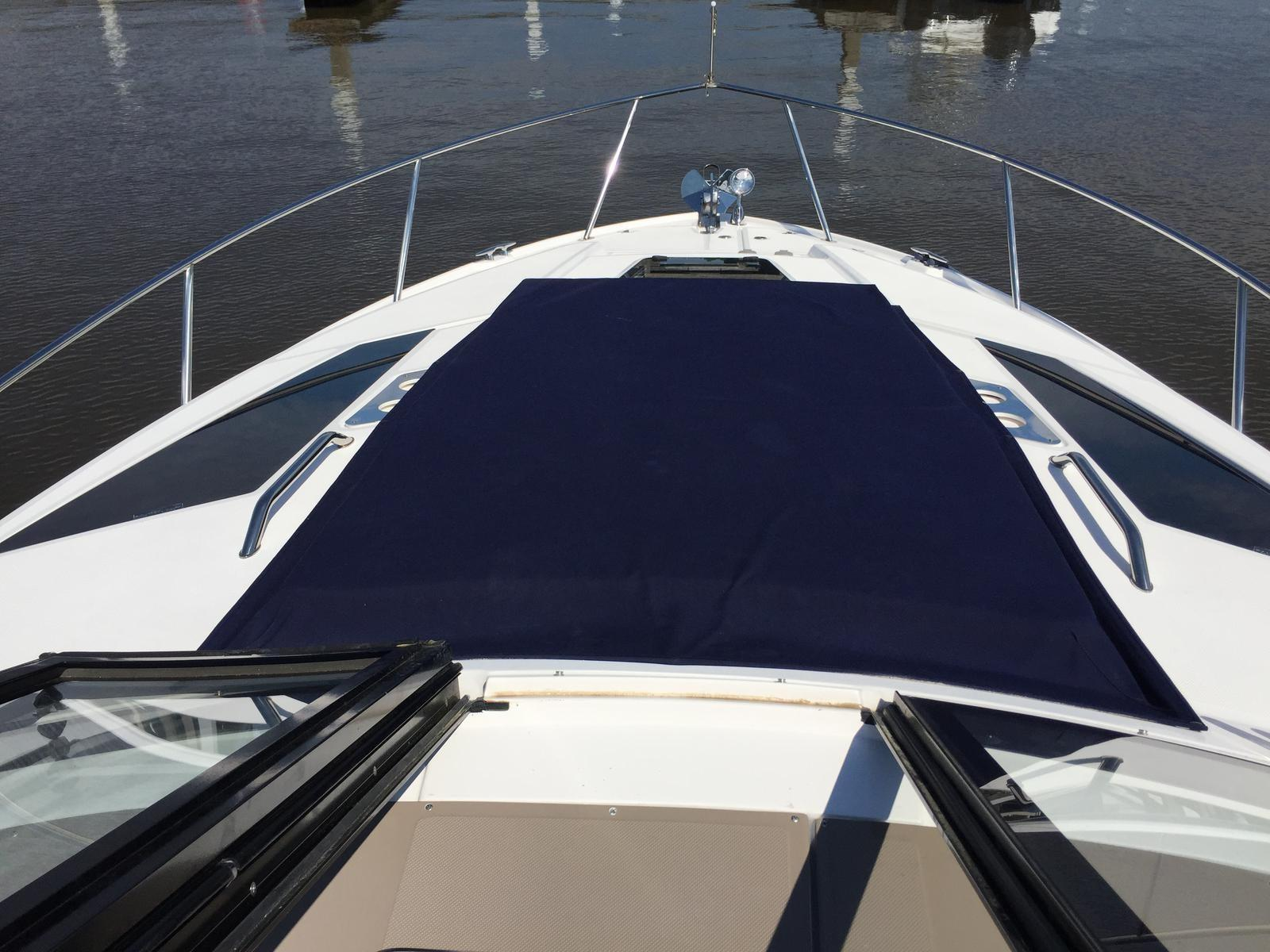 Regal 35 Sport Coupe - Foredeck sun pad
