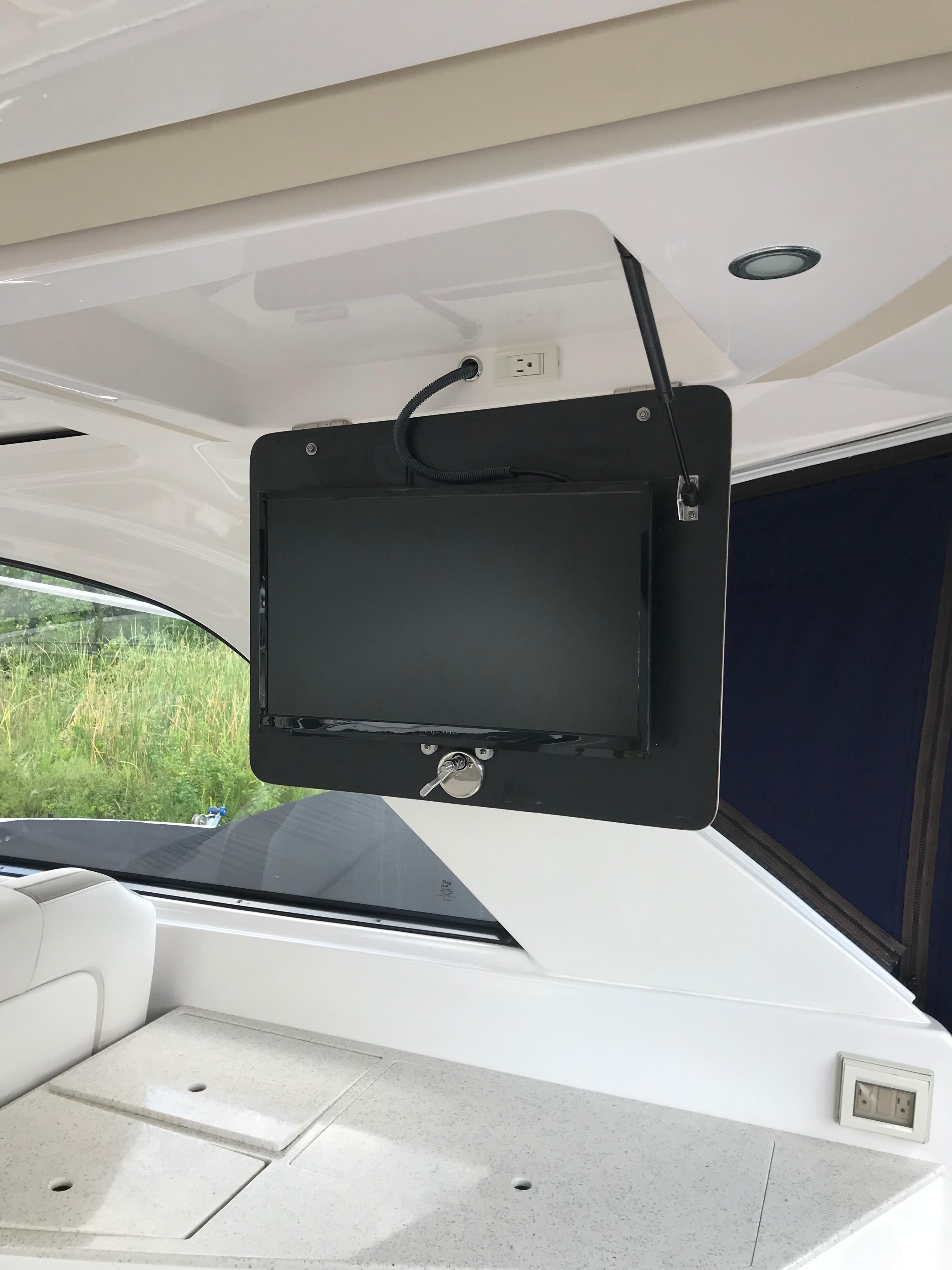 Regal 35 Sport Coupe - Drop Down Flat Screen TV over Wet Bar