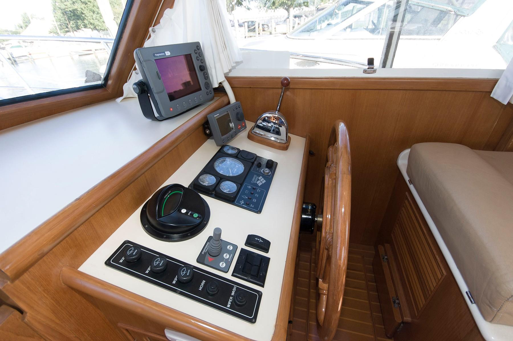 M 5840 SK Knot 10 Yacht Sales